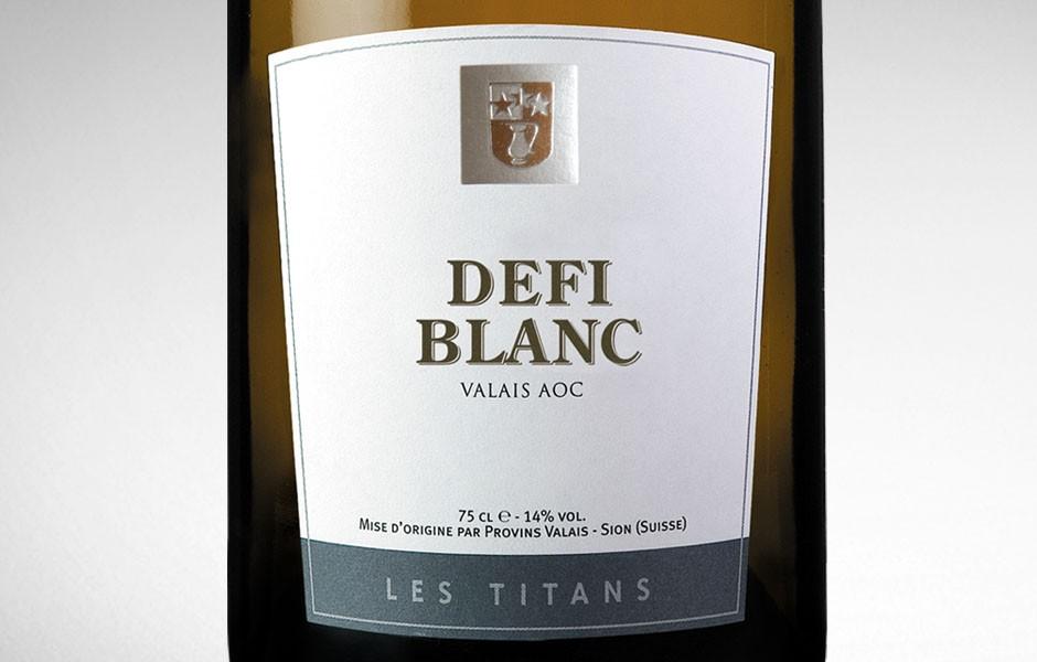 Provins_les_titans_defi_noir_blanc_etiquettes_bouteilles_5_sion_sierre_martigny_Valais_eddy_pelfini_graphic_design_graphisme_graphiste_agence_de_publicite_communication_visuelle